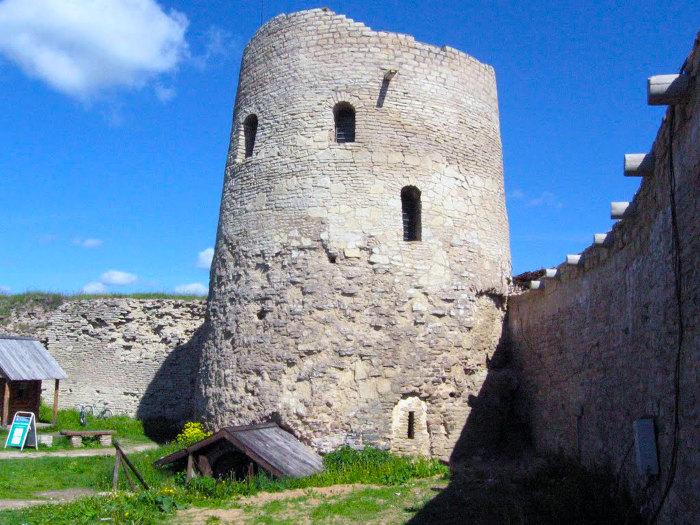 Башня Луковка. Изборск.